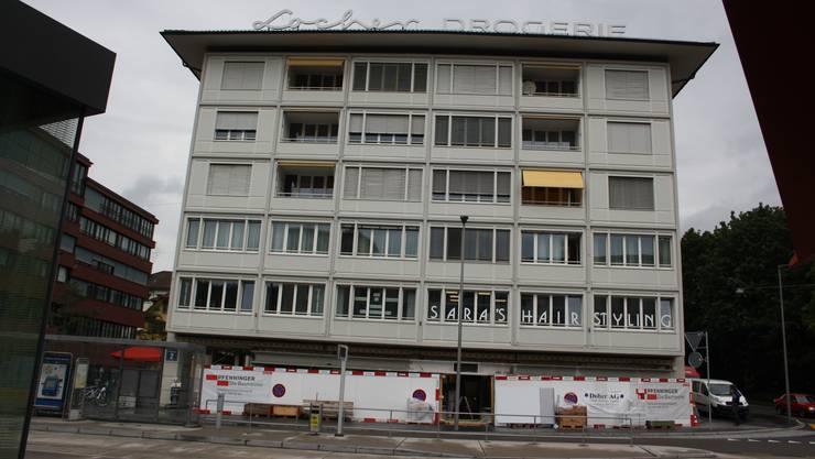 Mit den neuen Mietern dieses Gebäudes wurde ein 20-Jahres-Vertrag abgeschlossen.