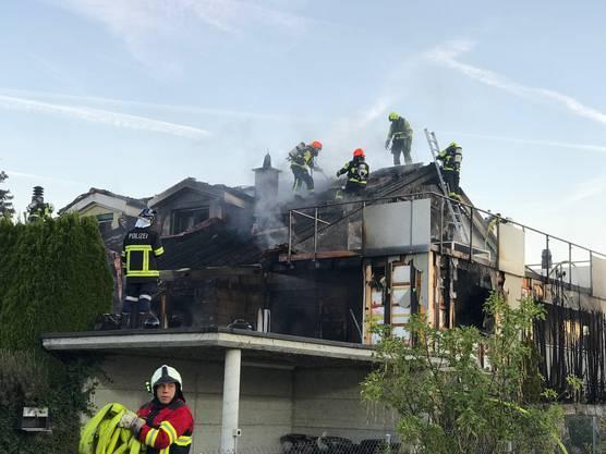 Die vom Brand direkt betroffene Haushälfte ist nicht mehr bewohnbar.