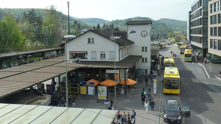 Beim Bahnhof in Liestal wurde ein Mann im Zuge einer tätlichen Auseinandersetzung schwer verletzt,