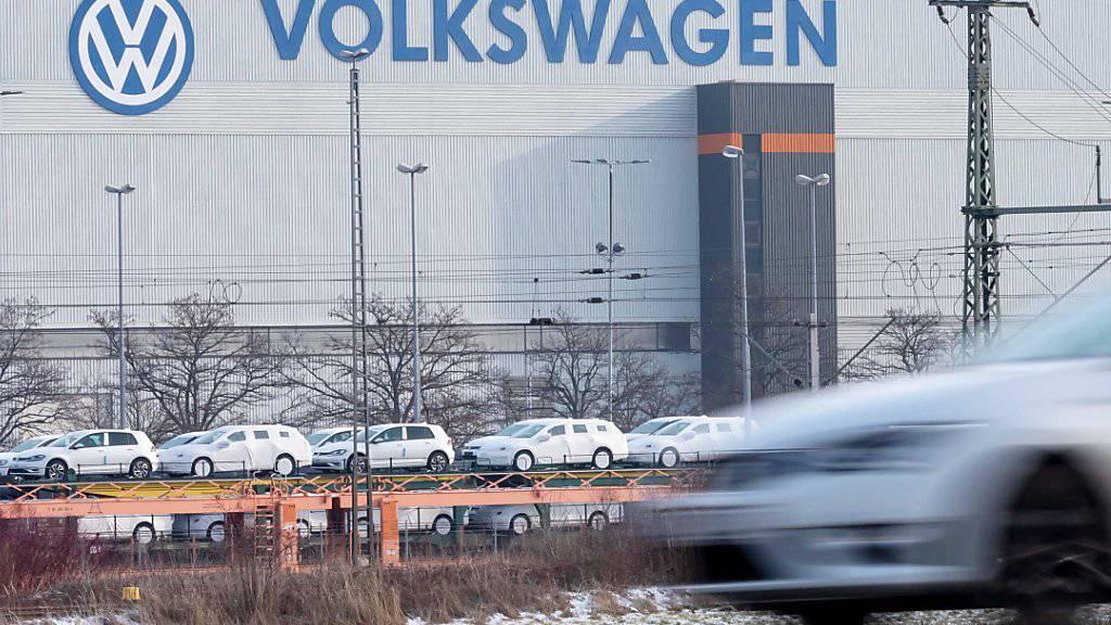 Der VW-Konzern verkauft weniger Autos. (Archiv)