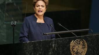 Brasiliens Präsidentin Dilma Rousseff kündigt die Ziele ihres Landes für die Verringerung von Treibhausgasemissionen an.