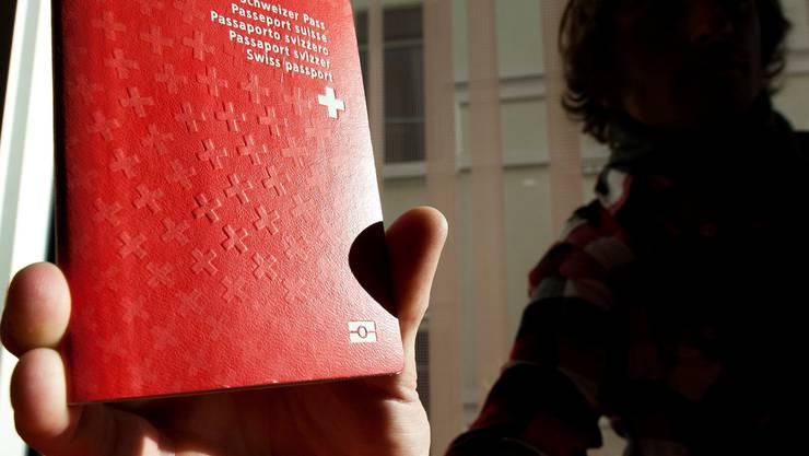Gesuchsteller für den Schweizer Pass sollen nicht nur im Aargau besser durchleuchtet werden. Keystone