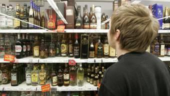 Bei rund 60 Testkäufen im vergangenen Jahr wurde an Jugendliche Alkohol verkauft (Symbolbild).