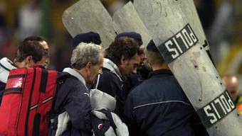 Der Schweizer Assistenzcoach Michel Pont konnte den Platz in Istanbul nur unter Polizeischutz verlassen