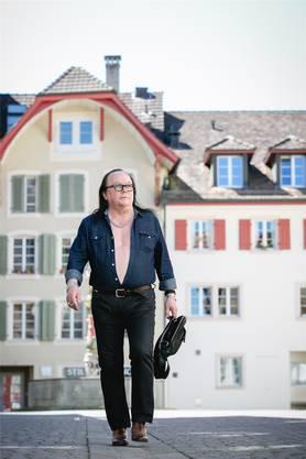Meist holt er nur Zigaretten am Bahnhof. Doch sein Spaziergang quer durch die Altstadt empfinden viele als Provokation.