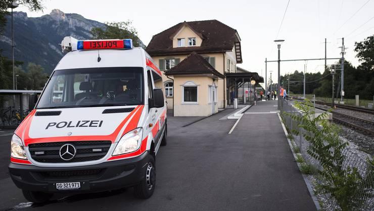 In einem Zug in Salez im St. Galler Rheintal hat im August 2016 ein 27-jähriger Schweizer sechs Zugpassagiere, darunter ein 6-jähriges Kind, mit einem Messer und brennbarer Flüssigkeit angegriffen.