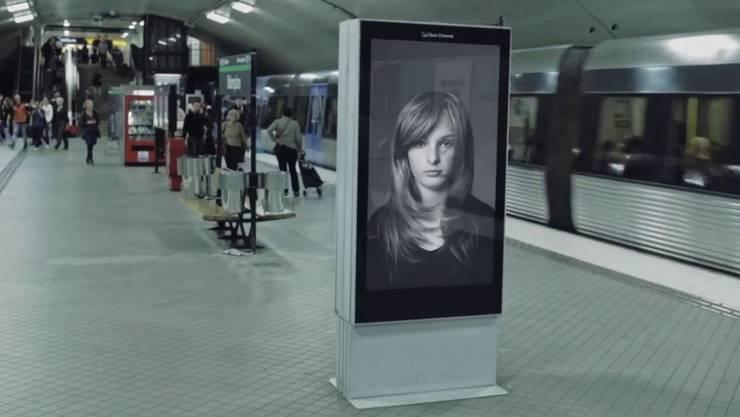 Gut oder schlecht? Digitale Werbeplakate in Schweden – so soll es in Zürich bald auch aussehen.