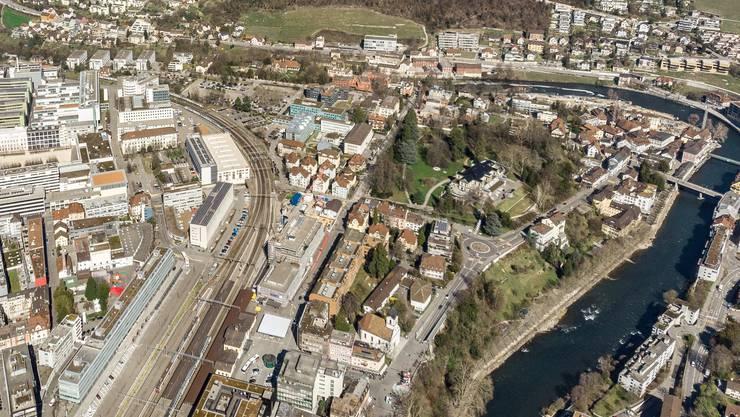 Das Römerquartier aus der Vogelperspektive: Gut zu sehen sind unter anderem der Kurpark, der Bahnhof und die Bäder am Limmatknie.