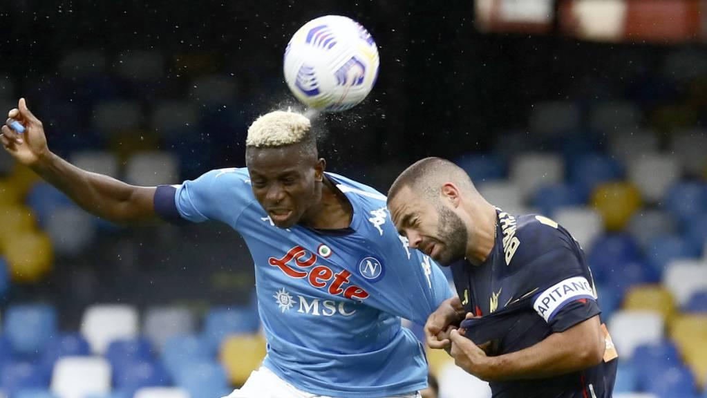Wie hier Davide Biraschi gegen Victor Osimhen war Genoa auswärts gegen Napoli nicht auf der Höhe der Aufgabe