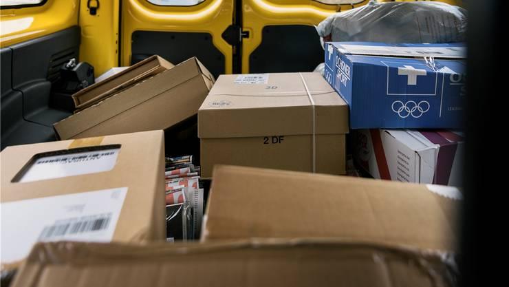 Paketzusteller leiden unter schlechten Arbeitsbedingungen.C. BEUTLER/Keystone