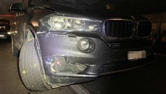 Das gestohlene Auto wurde beim Unfall in Oberentfelden AG beschädigt.