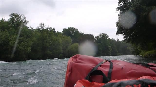 Yvonne macht aus dem Paddeln ein Wildwasser-Rafting