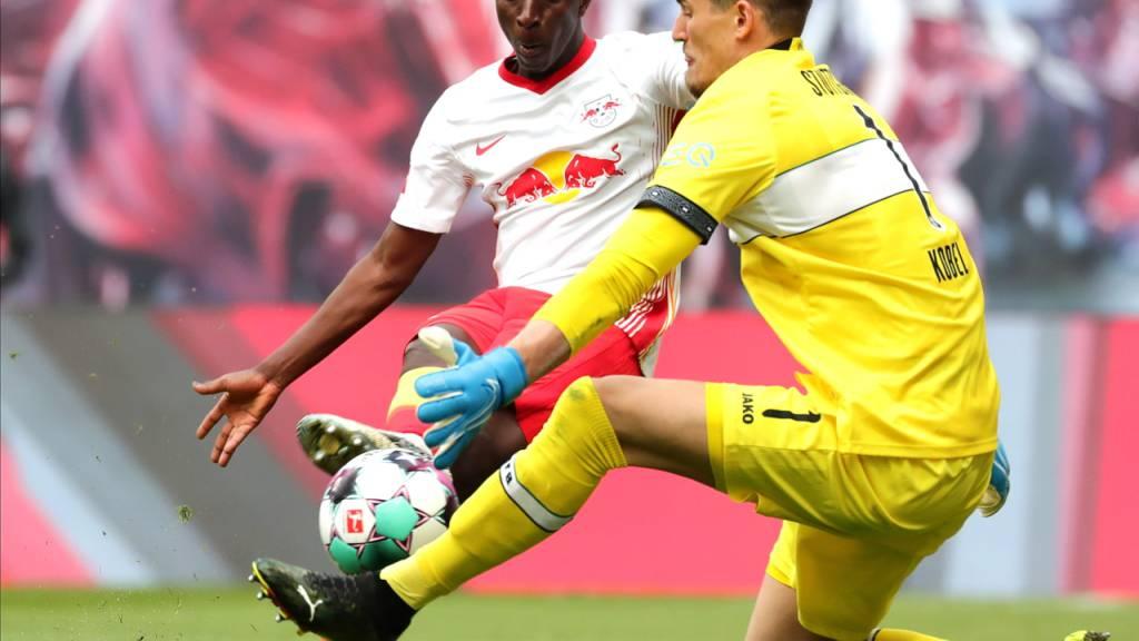 Konstant starke Leistungen mit dem VfB Stuttgart: Gregor Kobel gegen Leipzigs Amadou Haidara