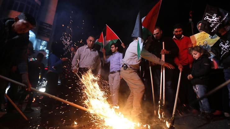 Mit der Verlegung der US-Botschaft in Israel von Tel Aviv nach Jerusalem am heutigen Montag werden starke Unruhen befürchtet - Palästinenser werden wie schon in den vergangen Tagen erneut heftig protestieren.