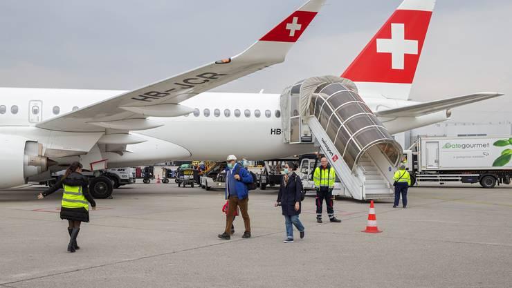 Der Bund holte mit 35 Flügen fast 4000 Schweizerinnen und Schweizer in die Heimat.