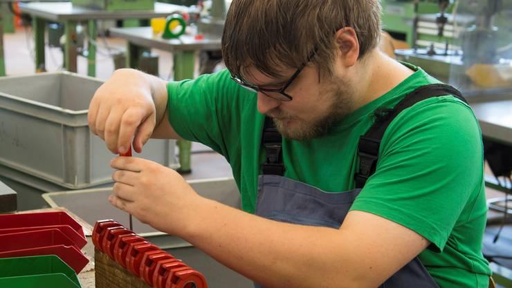 Martin Cathrein, Mitarbeiter in der Werkstatt. In seiner Freizeit engagiert er sich intensiv für die Suche nach Sponsoren, um weitere Aktivitäten durchführen zu können.