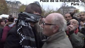 Aktion in Paris: Muslim umarmt Hunderte auf der Place de la Republique.