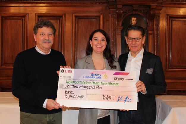 Der Rotary Club Basel-St. Jakob übergibt die gesammelte Spende an den Verein Weihnachtsbeleuchtung Freie Strasse.