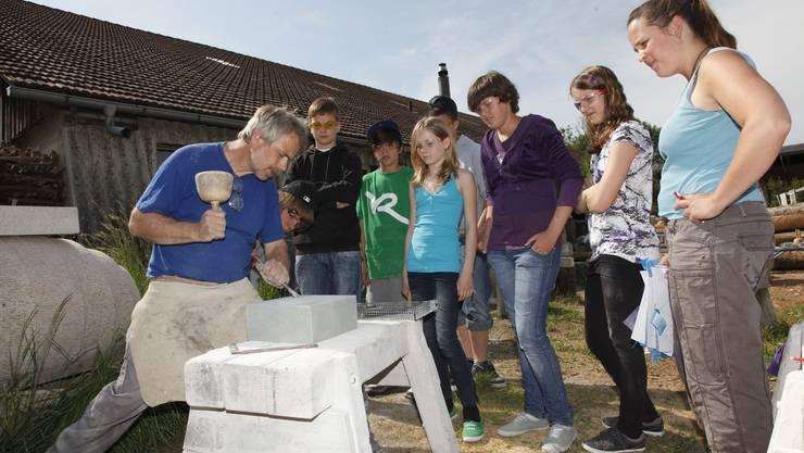 Kulturwoche der Solothurner Schüler. Alois Herger zeigt wie es geht. (Marco Zwahlen).