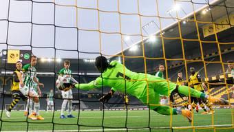 YB belagert im Spitzenkampf gegen St. Gallen das Tor der Gäste, scheitert aber immer wieder am überragenden Goalie Ati Zigi und an der fehlenden Kaltblütigkeit.