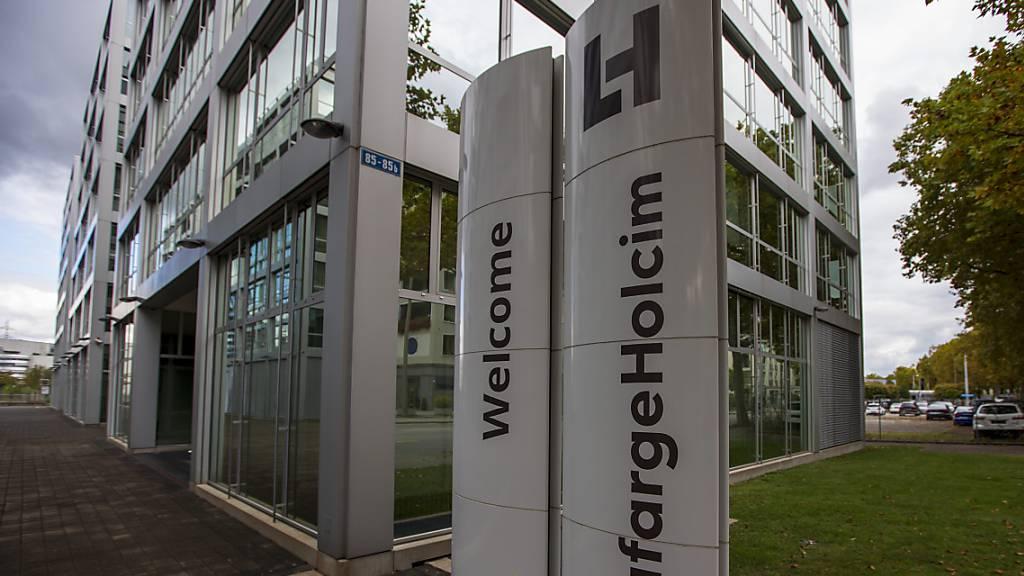 Der aus der Fusion von Holcim mit der französischen Lafarge hervorgegangenen Zementkonzern LafargeHolcim will den Namen vereinfachen und künftig nur noch «Holcim Ltd» heissen. Die Namensänderung wird an der kommenden GV vom 4. Mai vorgeschlagen.(Archivbild)