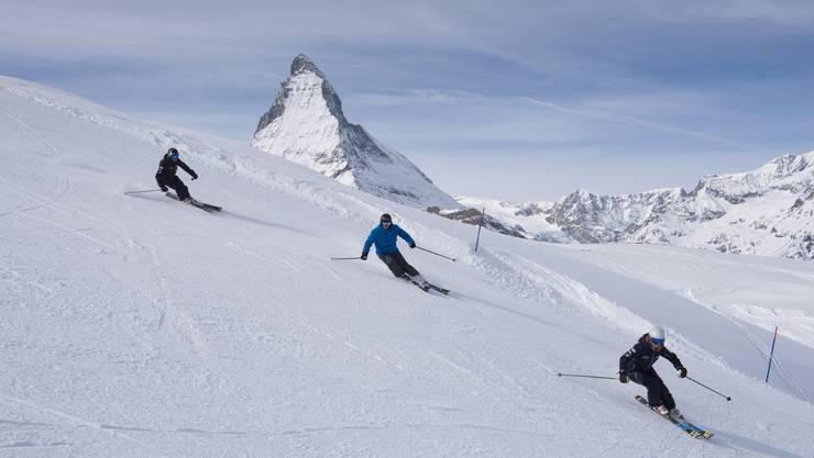 Das Matterhorn als grandiose Kulisse Skifahrer am Gornergrat. Zermatt profitiert vom Titel «Best Ski Resort» in den Alpen.