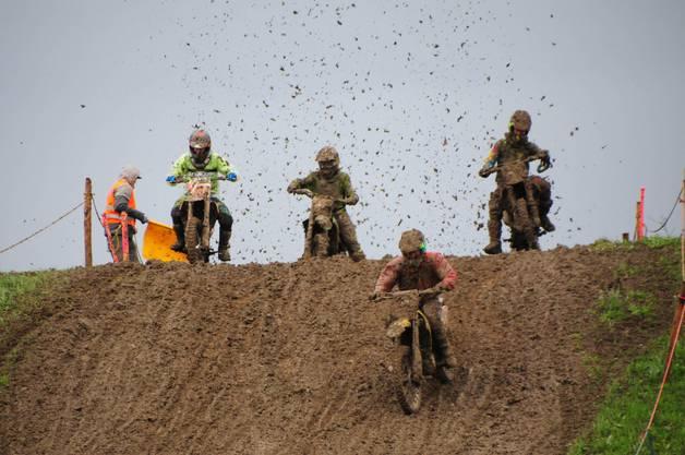 Regen und viel Dreck am Samstagmorgen: Das 61. Motocross Wohlen fordert den Fahrern alles ab