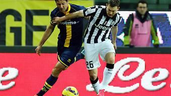 Zweikampf zwischen Parmas Gobbi (links) und Lichtsteiner