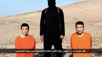 Die beiden Geiseln im IS-Video vor knapp einer Woche (Archiv)