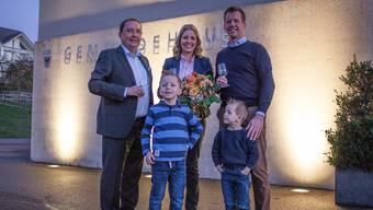Ammann Jörg Bruder (links) und die zugezogene Familie Ermel: Mirjam und Erich mit den Söhnen Ben (5) und Lars (4).