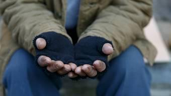 Jährlich werden 40'000 Menschen ausgesteuert. Doch nicht nur sie rutschen hierzulande unter die Armutsgrenze.