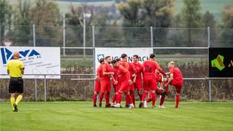 Erfolg auf ganzer Linie: Die Spieler des FC Iliria feiern ihren zweiten Treffer im Spitzenkampf gegen Bellach.