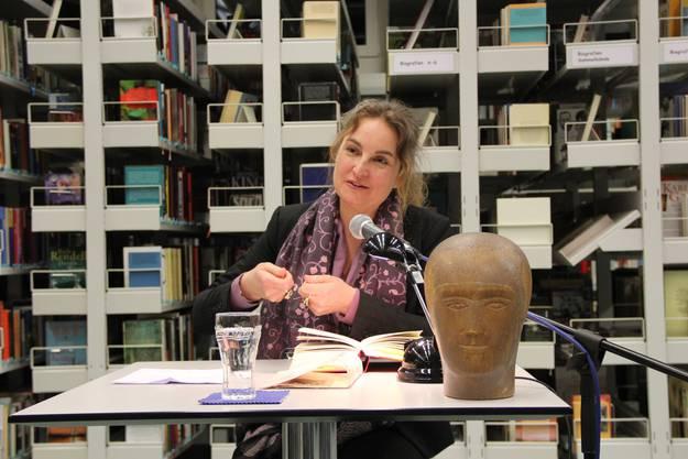 Michèle Minelli stellt ihren Roman Die Ruhelosen vor