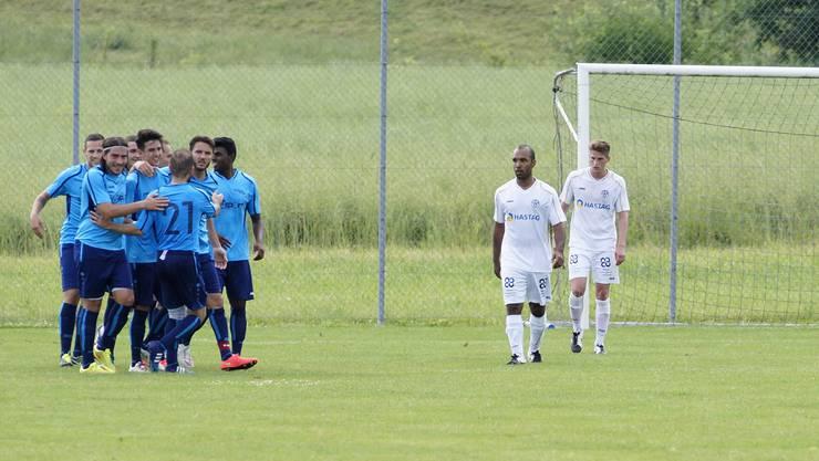 Ein gewohntes Bild zum Saisonstart: Der FC Birmensdorf beobachtet die jubelnden Gegner.