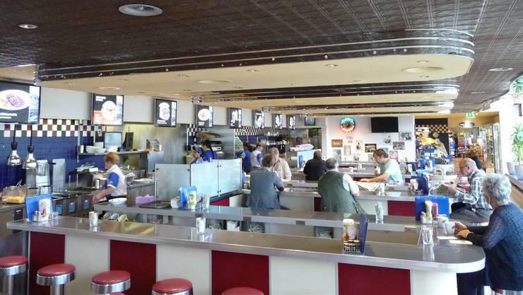 Das Interieur von «Cindy's Diner» ist im Stil der 1950er-Jahre gehalten. Hier gehen dieHamburger reihenweise über die Theke.