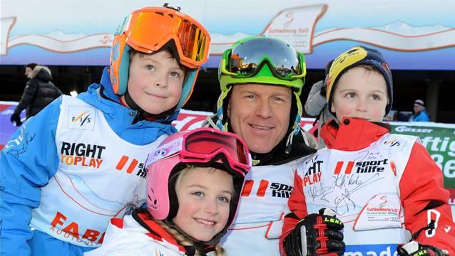Selbst Didier Cuche macht den österreichischen Kindern Lust auf Skifahren.