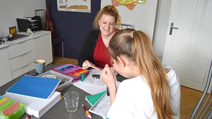 Die positive Lernerfahrung mit Tanja gibt Kiara* Selbstvertrauen für die nächste Prüfung.