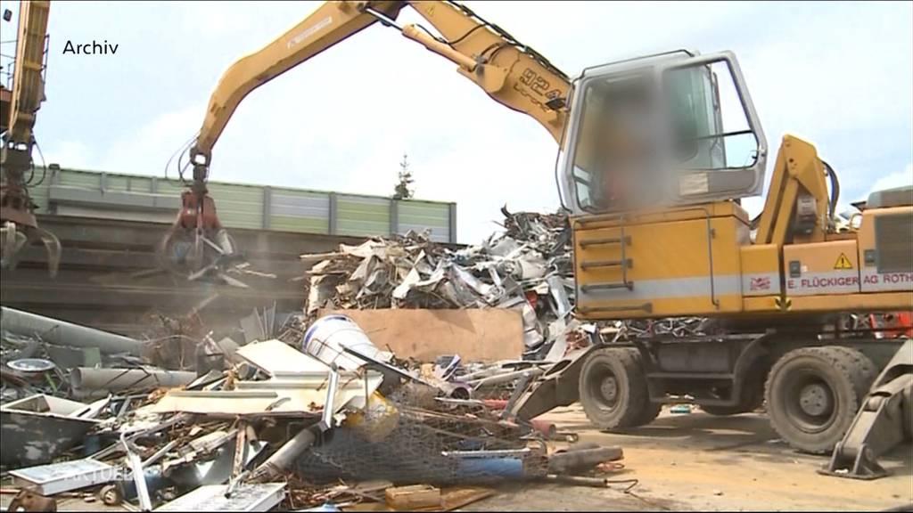 Tödlicher Arbeitsunfall: 54- Jähriger wird in Rothrist von Schrottteil erschlagen