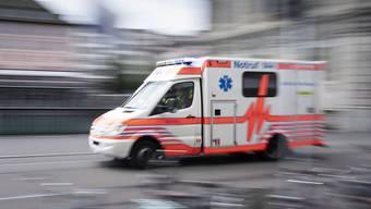 Ein Rentner, der beim Schwimmen in der Limmat einen Schwächeanfall erlitten hat, wurde in kritischem Zustand ins Spital gebracht. (Symbolbild)