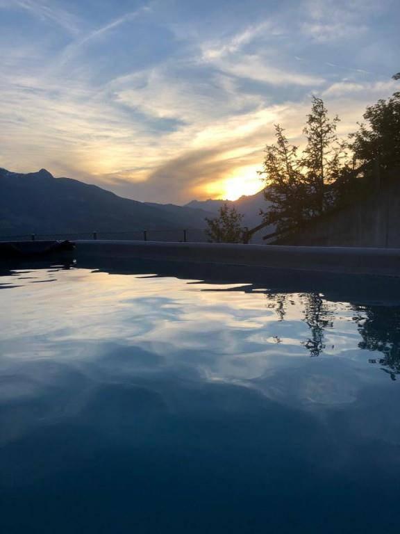 Sonnenuntergang und Pool: Was will man mehr? So schön hat es Sele aus Triesenberg.