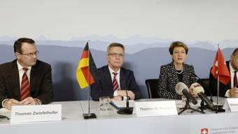 Zwiefelhofer, De Maiziere, Sommaruga und Schneider (von links)