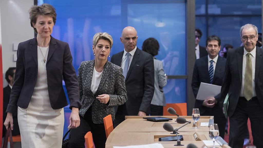 Die halbe Schweiz wartet auf Bundesrats-Medienkonferenz