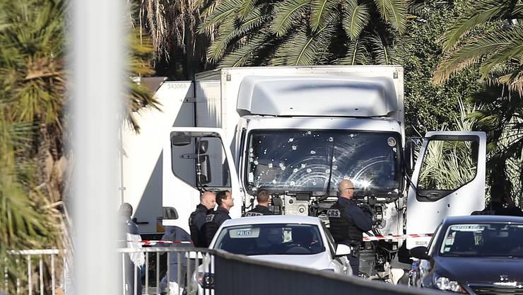 Der LKW des Attentäter ist übersät mit Einschusslöchern.