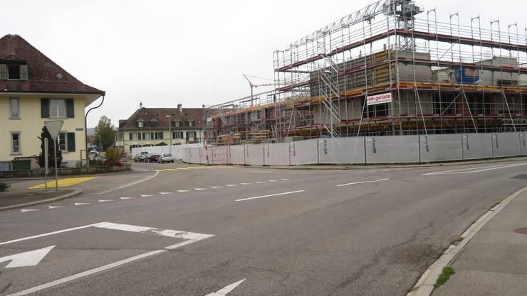 Sanierung Obergerlafingenstrasse: Situation bei der Einmündung der Schulhausstrasse. Hier forderten Cuno Flück und der Gemeinderat Gerlafingen einen Minikreisel.
