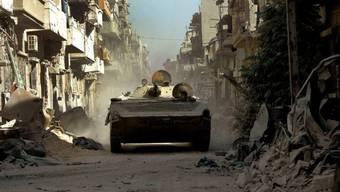 Syrisches Panzerfahrzeug in Homs (Archiv)