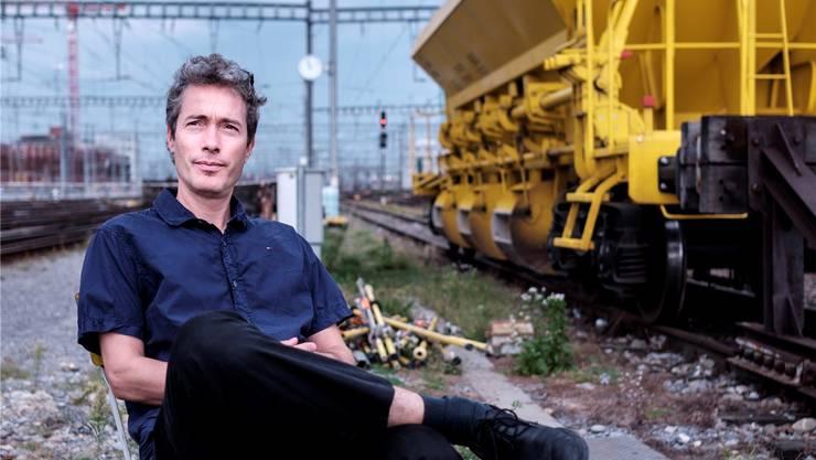 Der in Zürich lebende Basler Regisseur Thomas Isler beim Treffen mit der bz am Bahnhof Zürich.