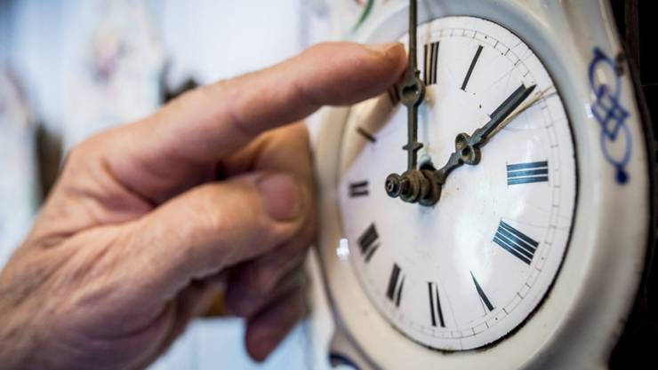 Ende der Sommerzeit: in der Nacht auf Sonntag wurden die Uhren um drei Uhr eine Stunde auf zwei Uhr zurückgedreht.