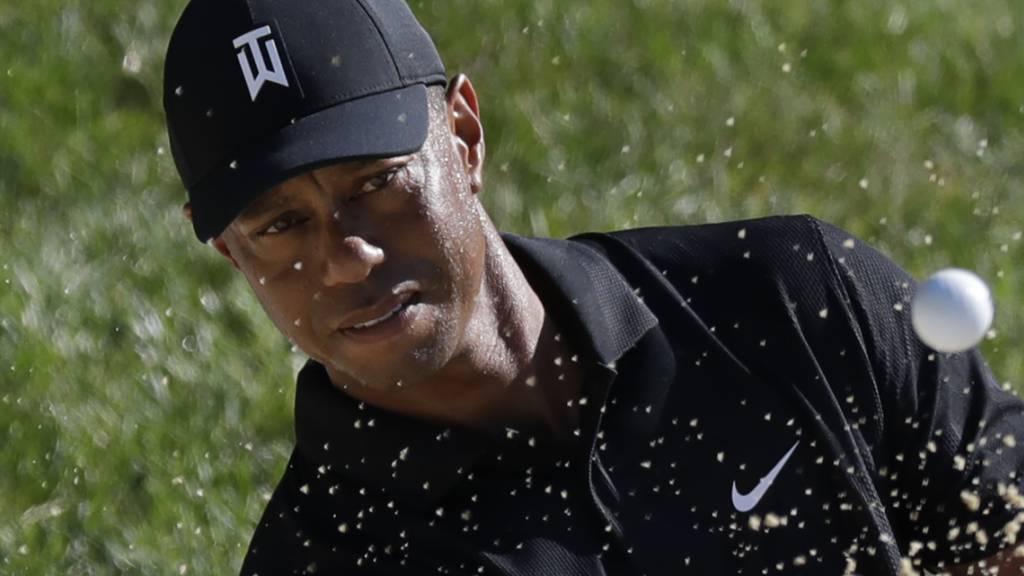 Tiger Woods nur drei Schläge hinter der Spitze