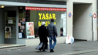 Die Basler Bürgerlichen fordern klare Vereinbarungen mit Zugewanderten (im Bild die Kleinbasler Klybeckstrasse).
