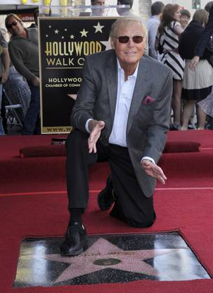 Adam West erhielt am Hollywood Walk of Fame, wo er einen Stern erhielt.